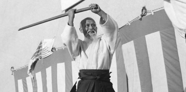 https://images-blogger-opensocial.googleusercontent.com/gadgets/proxy?url=http%3A%2F%2Fmembers.aikidojournal.com%2Fwp-content%2Fuploads%2F2012%2F10%2Fmorihei-ueshiba-bokken.jpg&container=blogger&gadget=a&rewriteMime=image%2F*